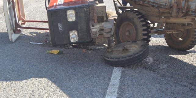 Bursa'da domates yüklü traktör devrildi