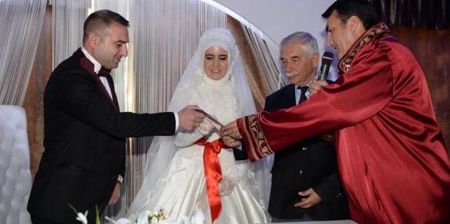 Nikah memurunun nikahını başkan kıydı
