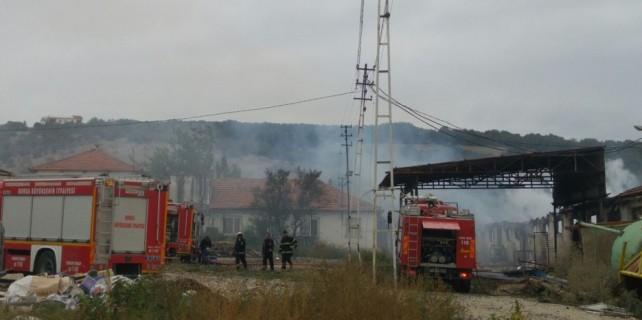 Bursa...Mobilya fabrikası kül oldu