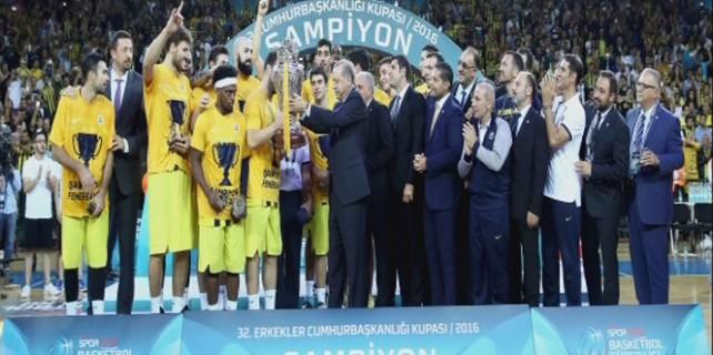 Zafer Fenerbahçe'nin... Erdoğan kupayı böyle verdi