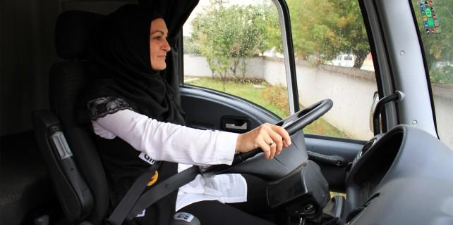 Bursa'nın şoför Nebahat'i 10 yıldır TIR kullanıyor