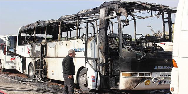 Bursa'da servis otobüsü yanarak kül oldu