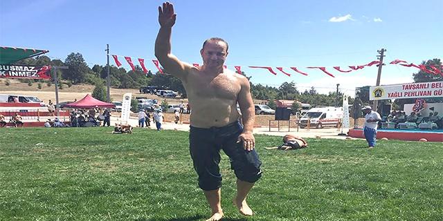 BUSKİ'nin şampiyon güreşçisinden büyük başarı