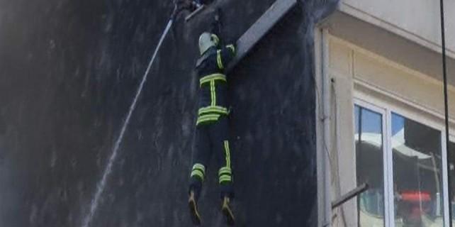 İtfaiyeci çatıdan işte böyle düştü...