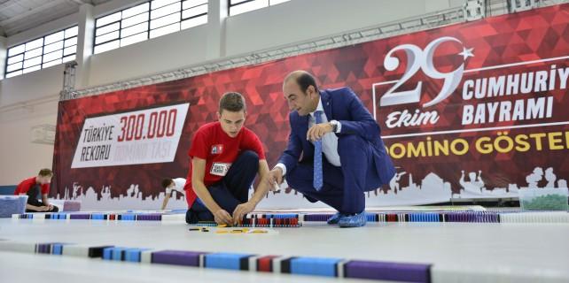 Bursa'da 300 bin domino taşı ile rekor...
