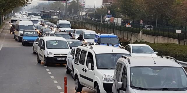 Mudanya kavşağında trafik çilesi devam ediyor...