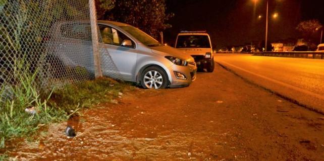 Hırsızlar çaldıkları arabayla kaza yaptı, kaçtı