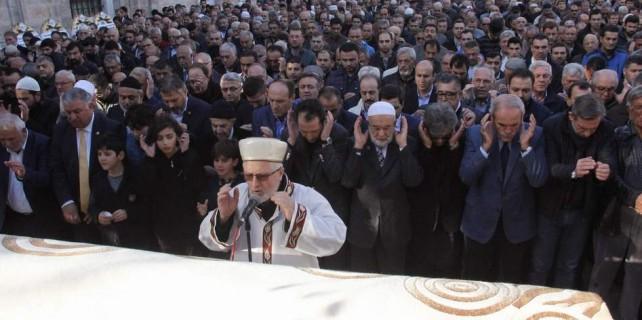 Milli görüş camiasını buluşturan cenaze