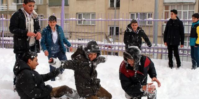 Okullardan ilk kar tatili haberi geldi