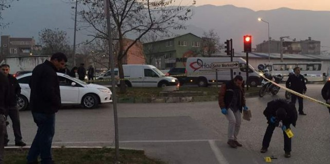 Bursa'da çatışma...Polise ateş açtı silahla vurularak yakalandı