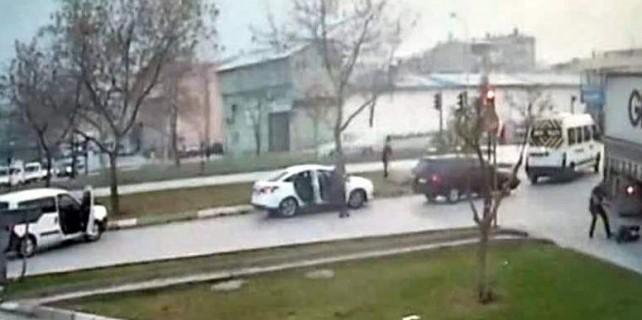 Polise silahlı saldırı...Çatışma kameraya işte böyle yansıdı