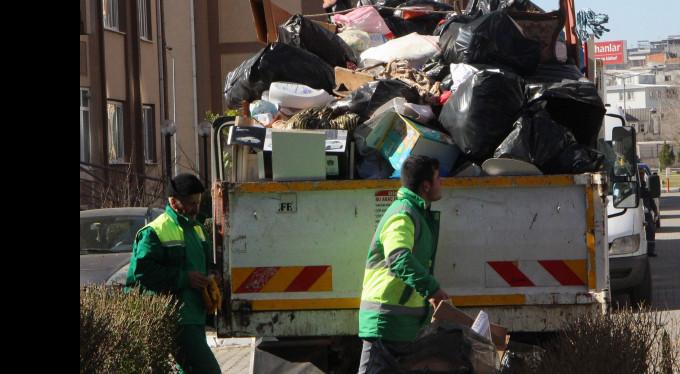 TOKİ'deki daireden 15 ton çöp çıktı