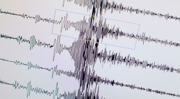 Korkutan deprem... 15 ev yıkıldı!