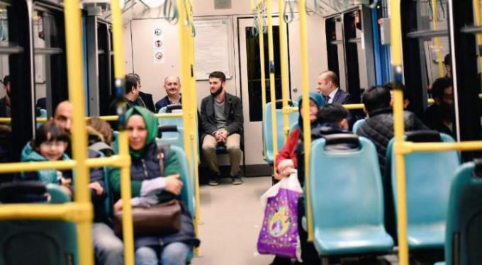 Bursa metrosunda bir bakan...