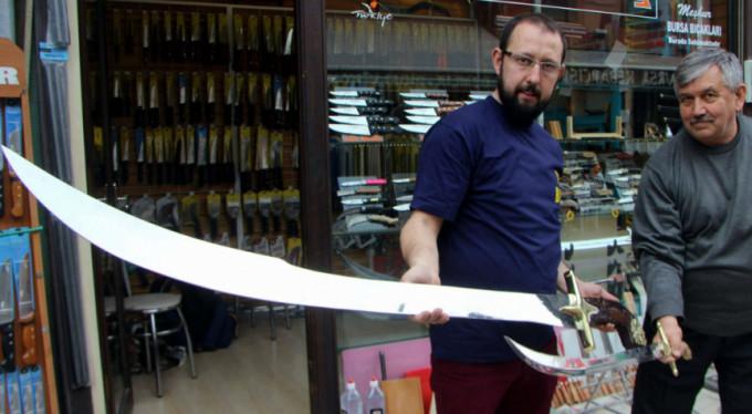 Bursalı bıçakçı insan boyunda kılıç yaptı!