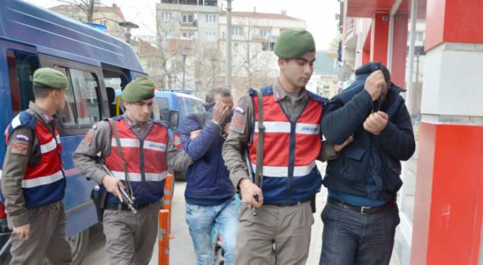 Bursa'da yakalanan İncil kaçakçıları adliyede...