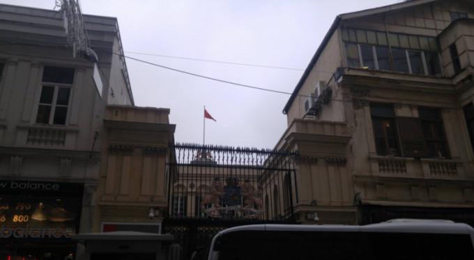 Hollanda bayrağını indirip Türk bayrağını astı!