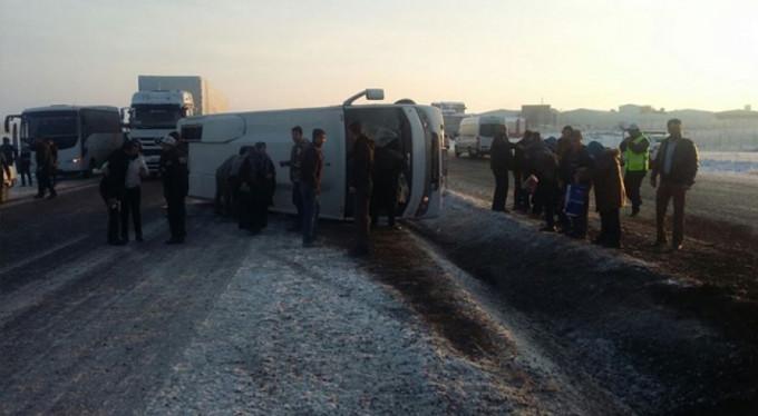 Otobüs böyle devrildi... 12 yaralı...