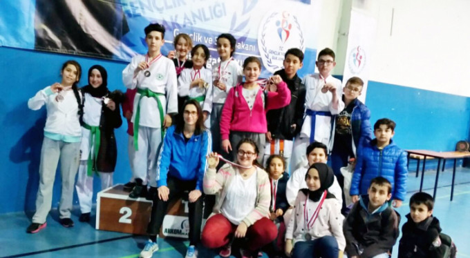 Mudanyalı karatecilerden madalya şov