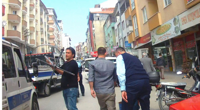 Zabıta olaya el attı, Bursa'da yaya trafiği rahatladı