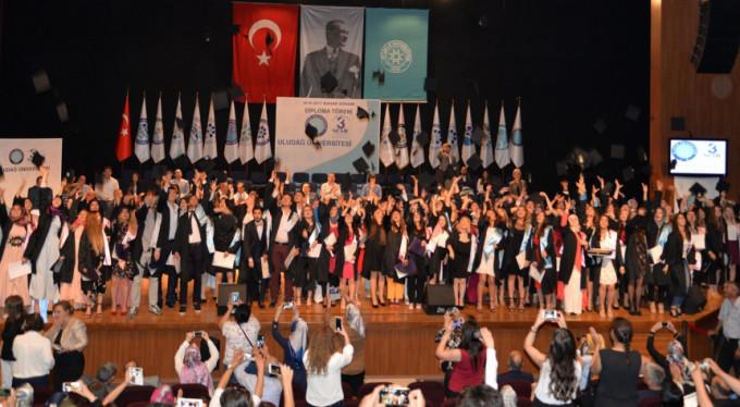 Uludağ Üniversitesi'nde mezuniyet sevinci