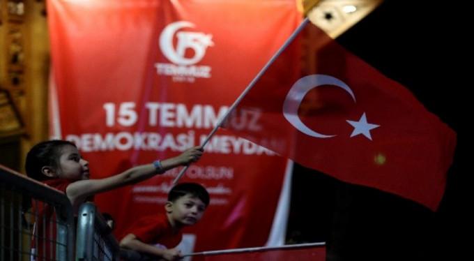 Bursa'da binler demokrasi nöbetinde