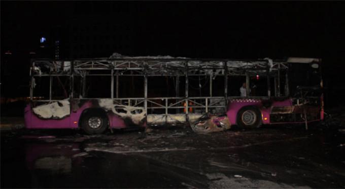 Otobüsün yanma anı kamerada