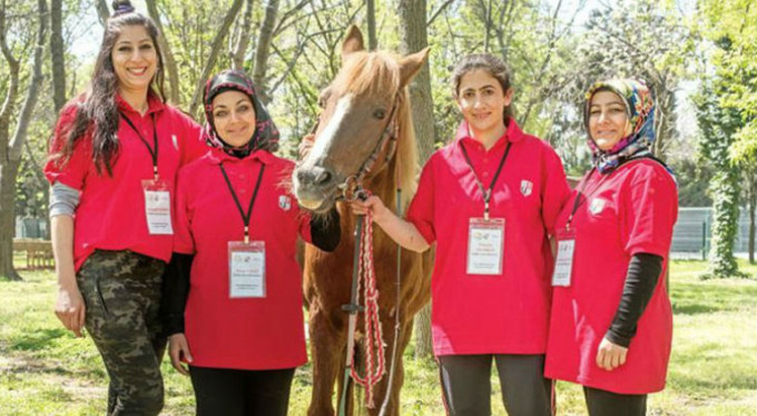 Bursa'da kadın seyisler yetişiyor