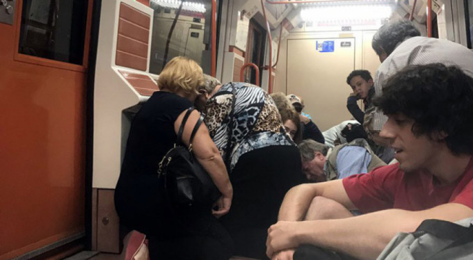 Madrid metrosunda silah sesleri