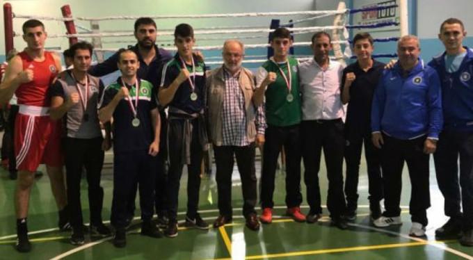 Bursa Büyükşehir'in boksörleri ringin tozunu aldı