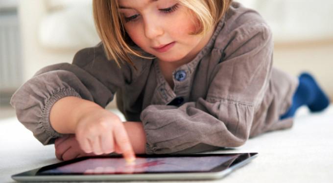 Çocukların eline telefon, tablet vermek çözüm değil!