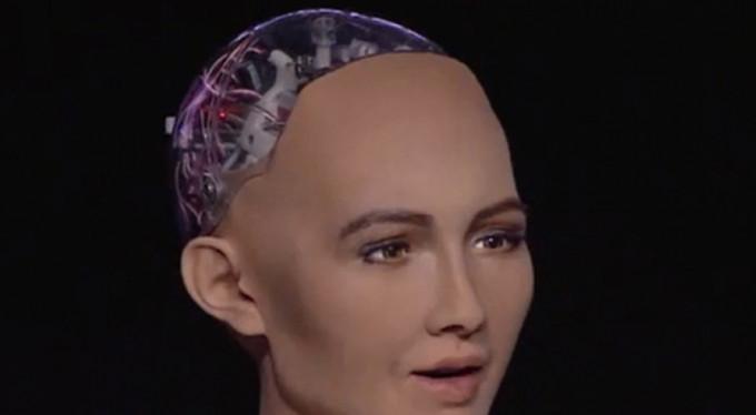 Dünyada bir ilk! Robota vatandaşlık...