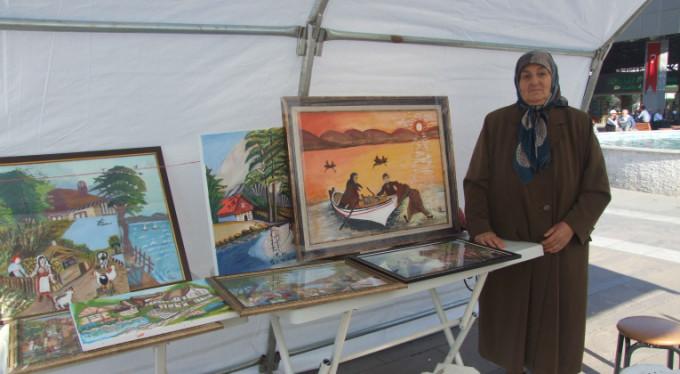 Bursalı 76'lık Hanife nineden resim sergisi