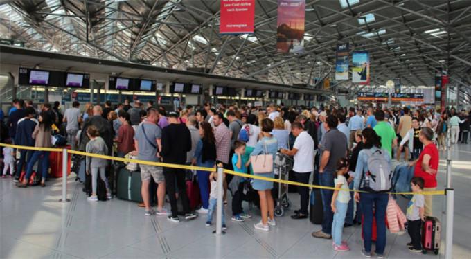 Almanya'da hava limanında şaşırtan terör alarmı