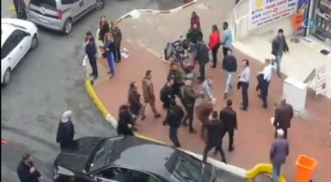 Ünlü yazara sokak ortasında saldırı