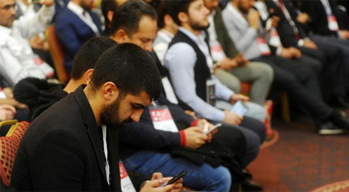 Teknoloji bağımlılığı kongresinde şaşırtan görüntüler!
