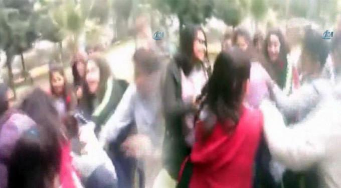 Okul çıkışında kız kavgası!