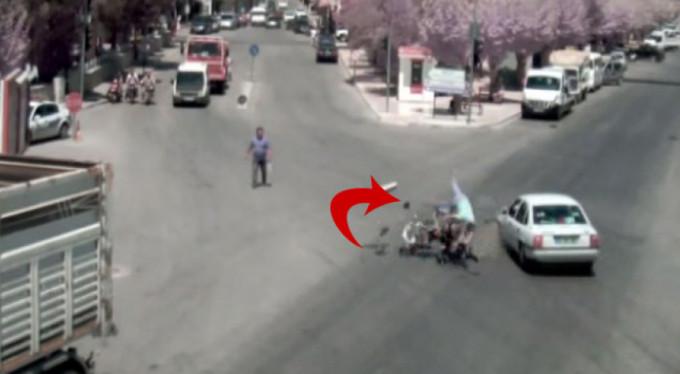 Motosiklet sürücüsü havada böyle takla attı