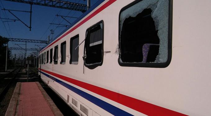 Tren hemzemin geçitte TIR'la çarpıştı: 13 yaralı
