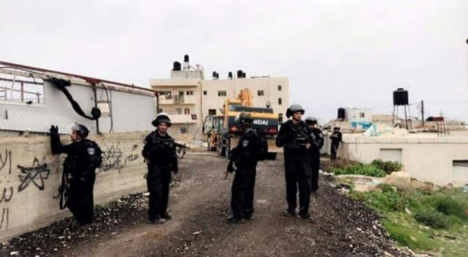 İsrail durmuyor! 12 Filistinli genci...