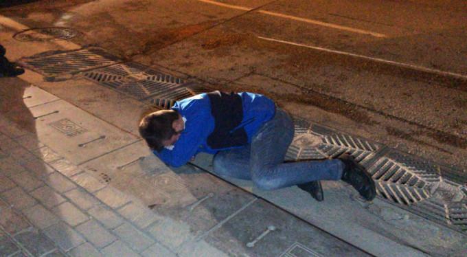 Bursa'da ilginç olay! Kendini arabadan yere atıp...