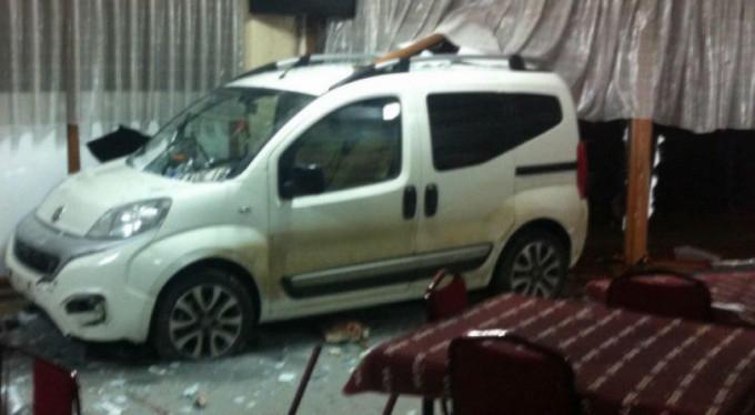 Bursa'da araç lokale daldı!