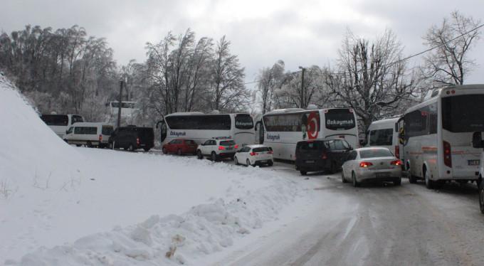 Uludağ'da kar çilesi! Yollar kapandı...