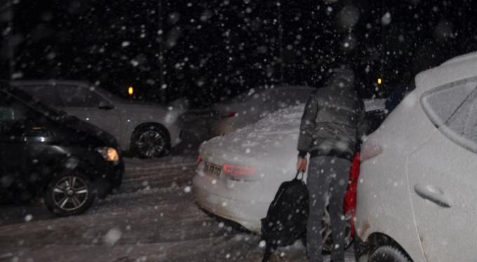 Uludağ'da kar fırtınası! Zor anlar yaşadılar...