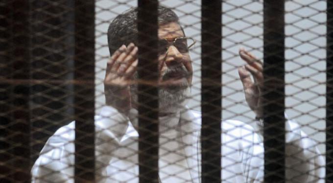 eski Cumhurbaşkanı Mursi'ye hapis cezası!