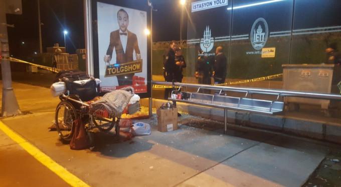 Sokakta yaşayan engelli adama saldırı!