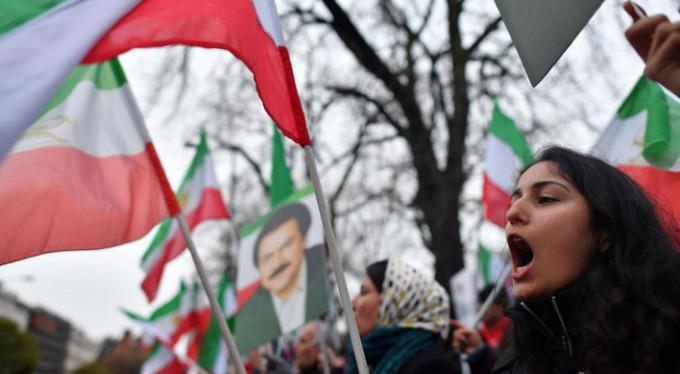 İran'da gerilim artıyor! Hükümet yanlıları da sokaklara indi!