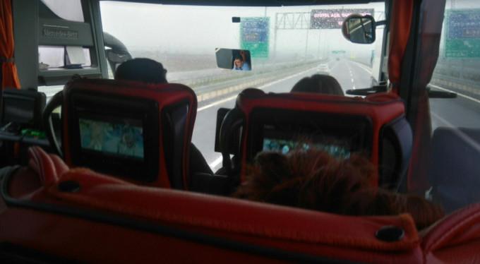 Yolcuların canını hiçe saydı! Direksiyon başında...