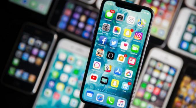 iPhone X, Apple'a küçük geldi!