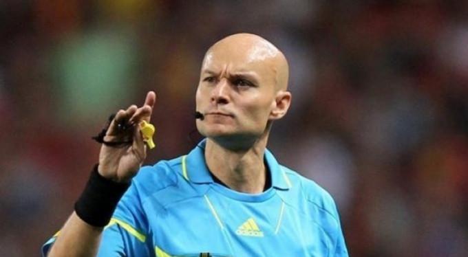Futbolcuya tekme atan hakeme 6 ay ceza!